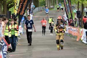 Feuerwehrmann kommt in Bielefeld ins Ziel