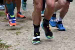 Beine mit Laufschuhen